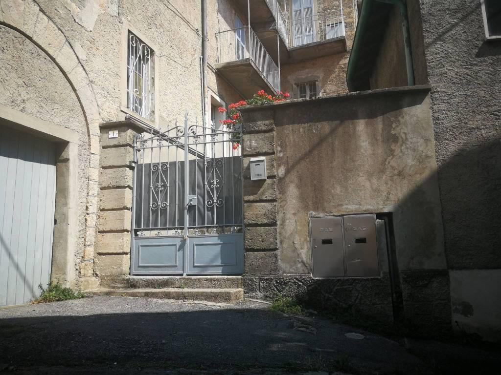 Appartamento in buone condizioni in vendita Rif. 4221043