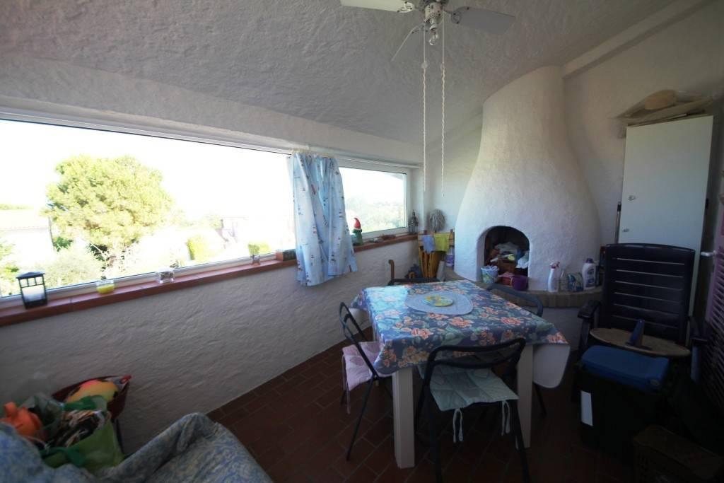 Appartamento bilocale con giardino e terrazzo coperto.