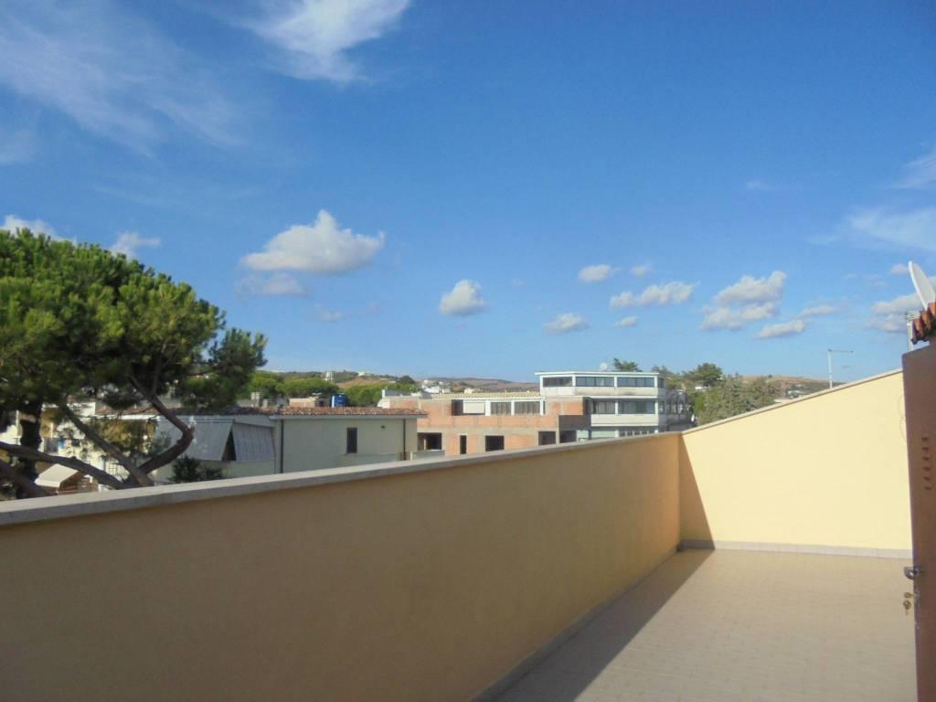 Attico / Mansarda in affitto a Santa Marinella, 2 locali, prezzo € 450 | CambioCasa.it