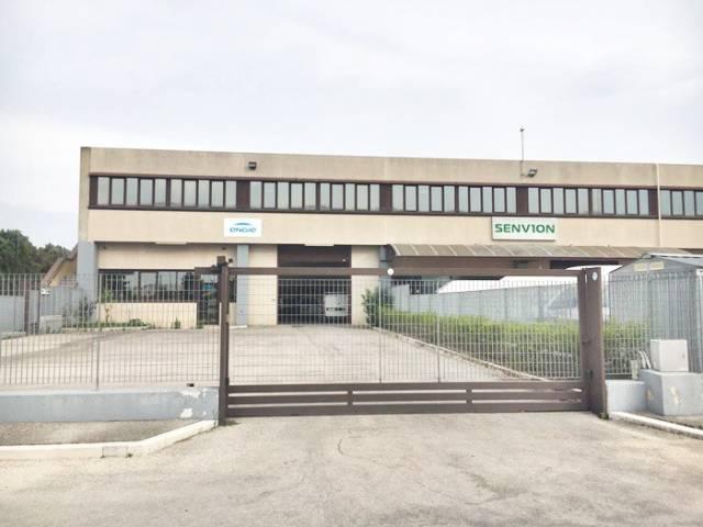 Capannone con 2 uffici in Via Manfredonia