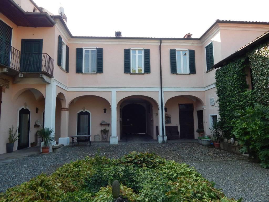 Palazzo / Stabile in vendita a Fara Novarese, 14 locali, Trattative riservate | PortaleAgenzieImmobiliari.it