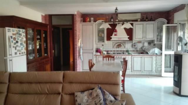 Appartamento in buone condizioni parzialmente arredato in vendita Rif. 4299266