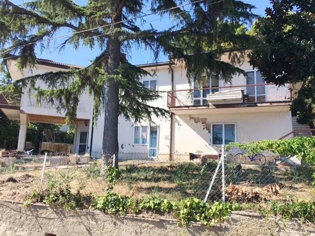 Villa 6 locali in vendita a Montesilvano (PE)