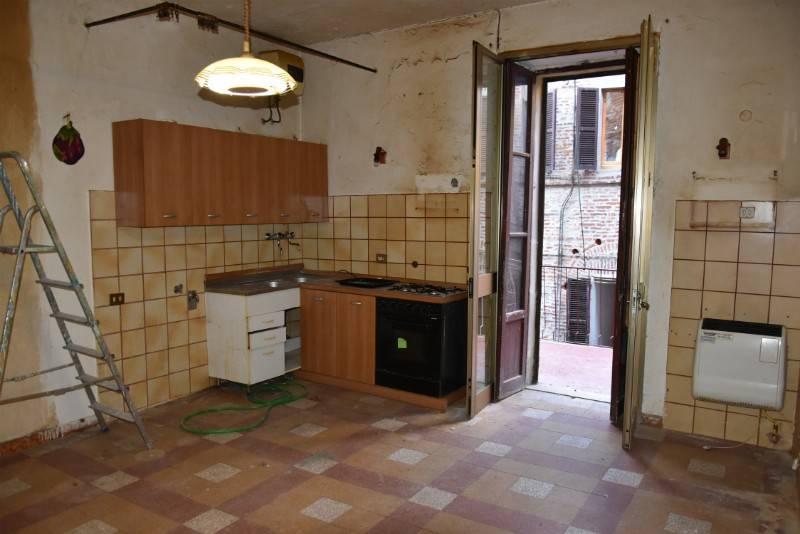 Appartamento di 80 mq da ristrutturare, con ampio terrazzo