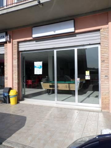 Negozio-locale in Affitto a Magione: 2 locali, 75 mq