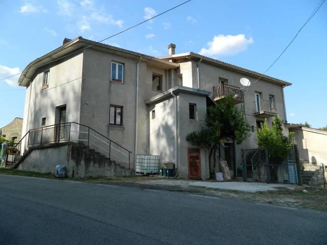 Appartamento in buone condizioni in vendita Rif. 4272007