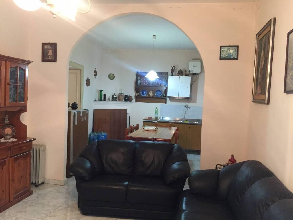 Appartamento in buone condizioni parzialmente arredato in vendita Rif. 4201372