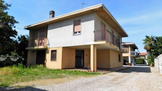 Villa in vendita a Samarate, 4 locali, prezzo € 180.000 | Cambio Casa.it