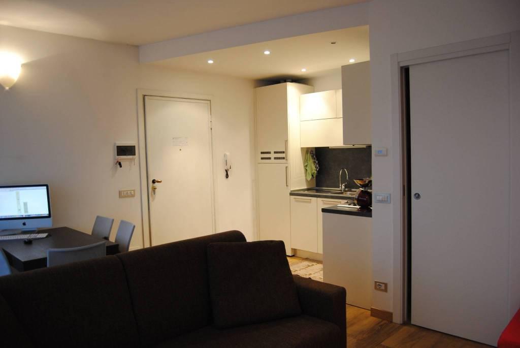 Appartamento in buone condizioni arredato in affitto Rif. 8734585