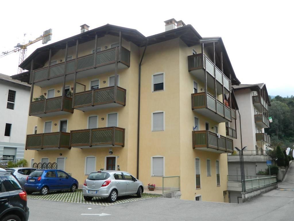 Appartamento in ottime condizioni arredato in vendita Rif. 7965445
