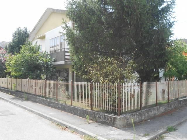 Villa in buone condizioni in vendita Rif. 4261143