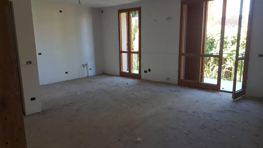 Appartamento in vendita a Valle Salimbene, 4 locali, prezzo € 165.000 | CambioCasa.it