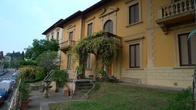 Appartamento in buone condizioni in vendita Rif. 8490581