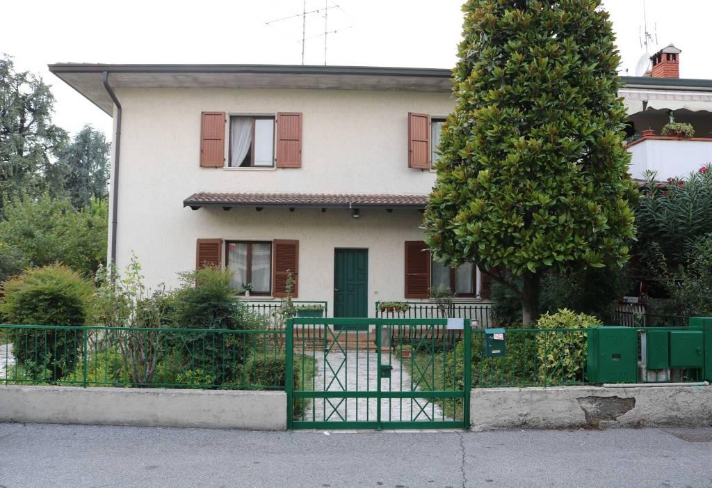 Villa in vendita a Montirone, 6 locali, prezzo € 220.000 | CambioCasa.it