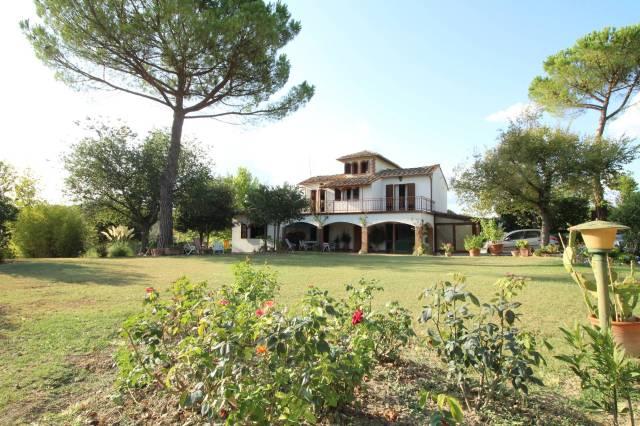 Villa in buone condizioni parzialmente arredato in vendita Rif. 4808418
