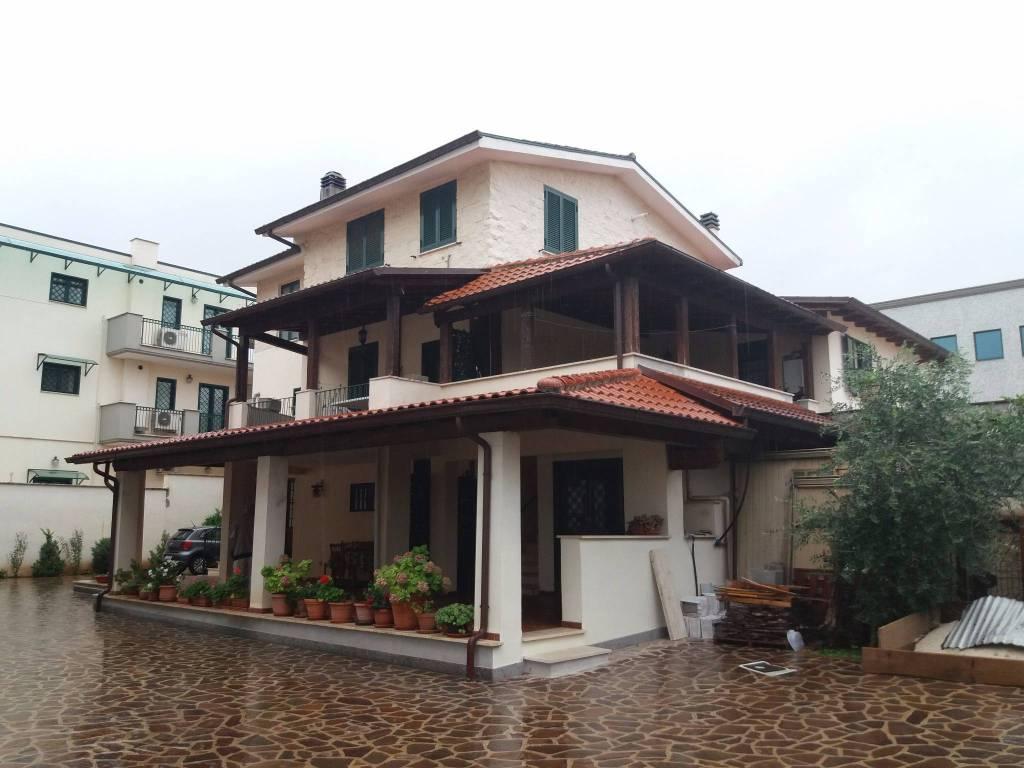 Appartamento in buone condizioni in affitto Rif. 5233540