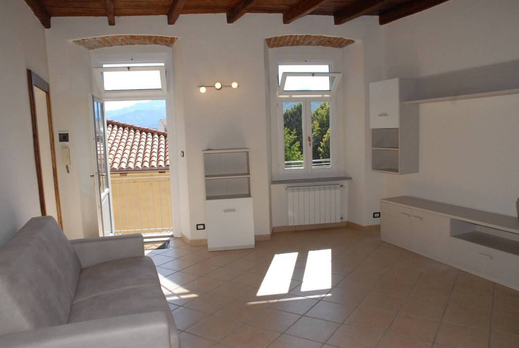 Appartamento in ottime condizioni arredato in affitto Rif. 7611335