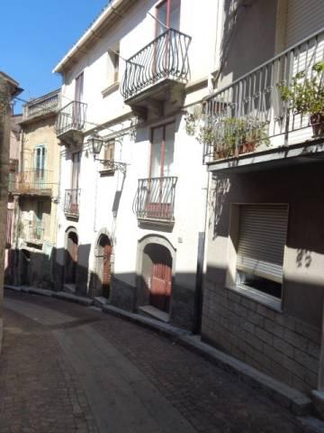 Stabile 6 locali in vendita a Mammola (RC)