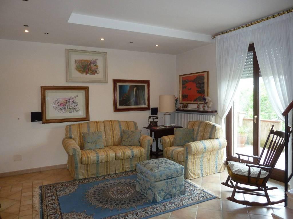 Appartamento in ottime condizioni in vendita Rif. 8578392