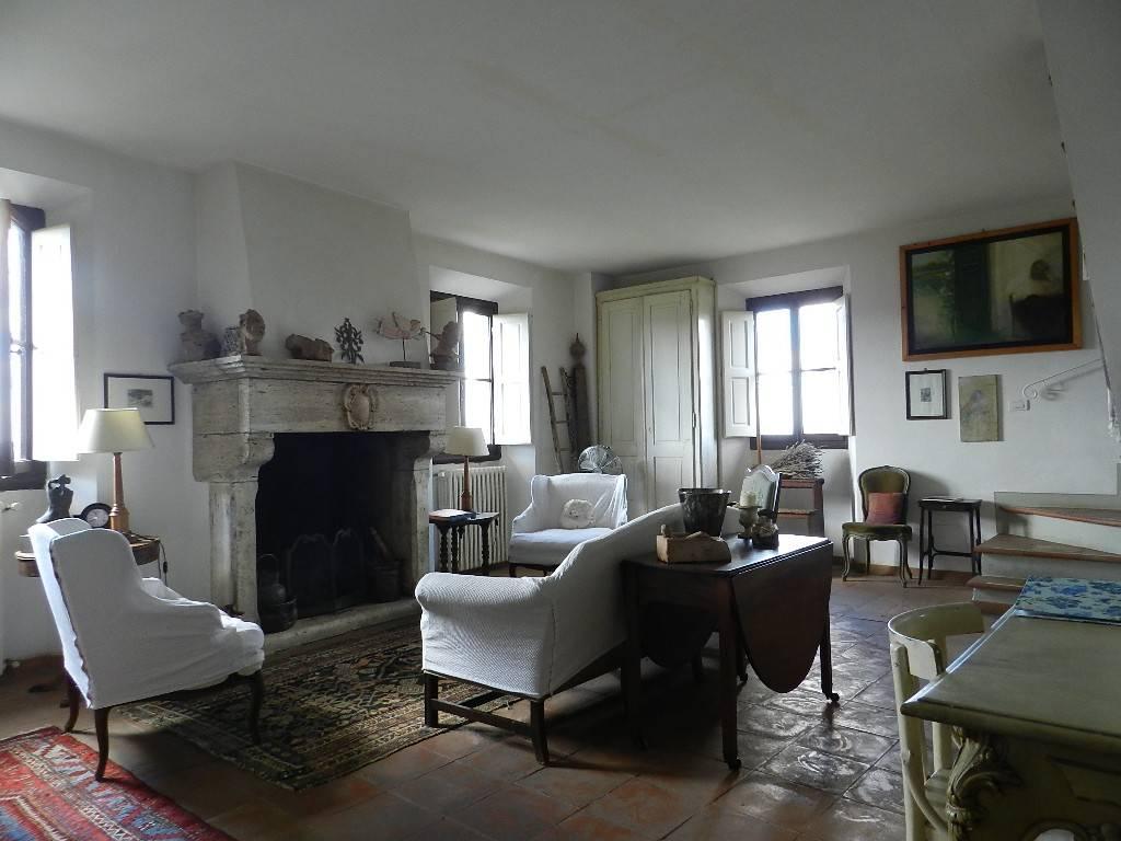 Appartamento in ottime condizioni parzialmente arredato in vendita Rif. 7014201