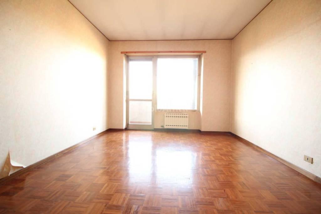Appartamento in buone condizioni in affitto Rif. 8718169