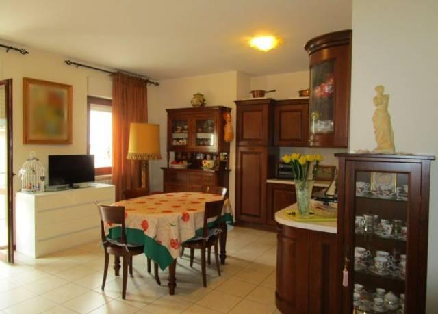 Appartamento in buone condizioni in vendita Rif. 4894633