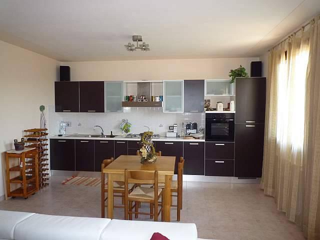 Appartamento in ottime condizioni parzialmente arredato in vendita Rif. 8019465