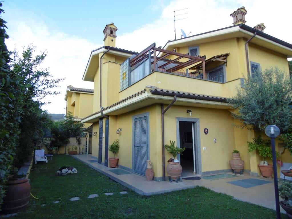 Appartamento in buone condizioni in vendita Rif. 4851333