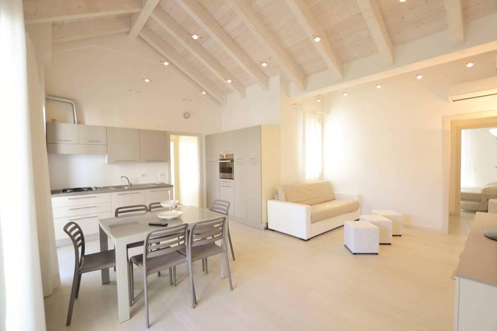 Attico in Affitto a Riccione Centro: 4 locali, 135 mq
