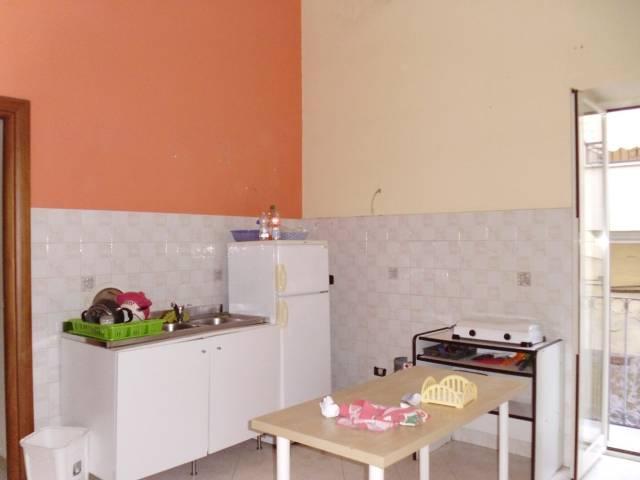 Appartamento in buone condizioni in affitto Rif. 4239675