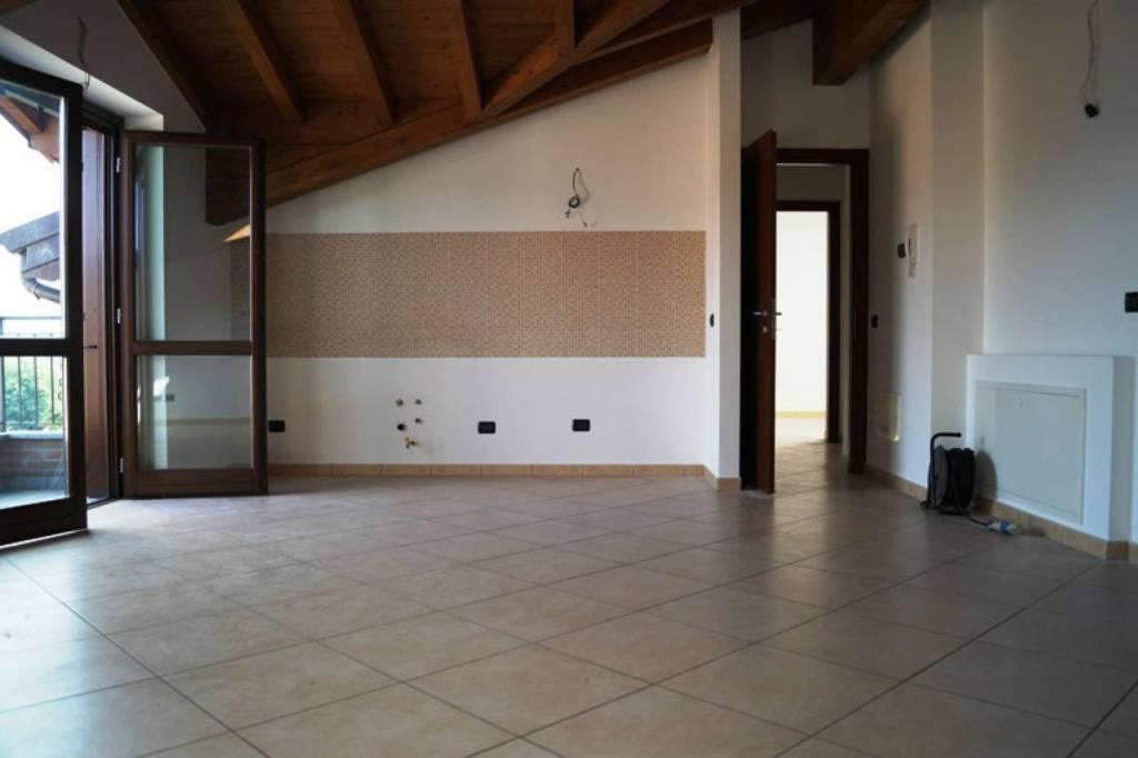 Appartamento in vendita a Mercallo, 3 locali, prezzo € 180.000 | CambioCasa.it