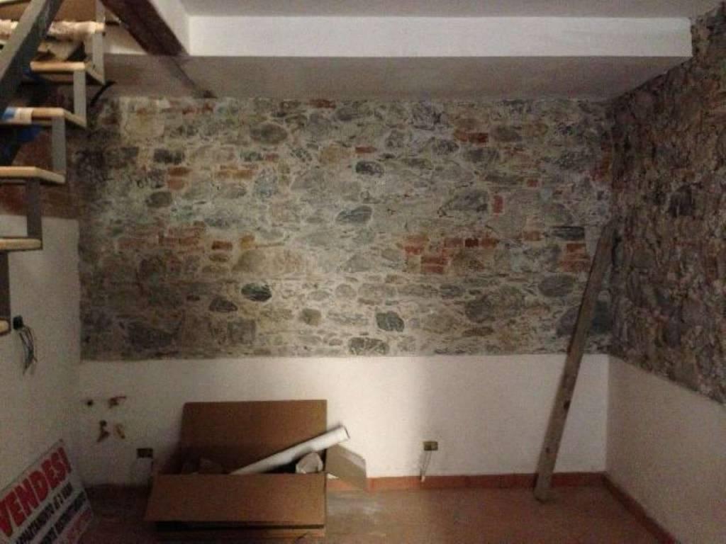 Appartamento in vendita a Santo Stefano di Magra, 3 locali, prezzo € 90.000 | CambioCasa.it