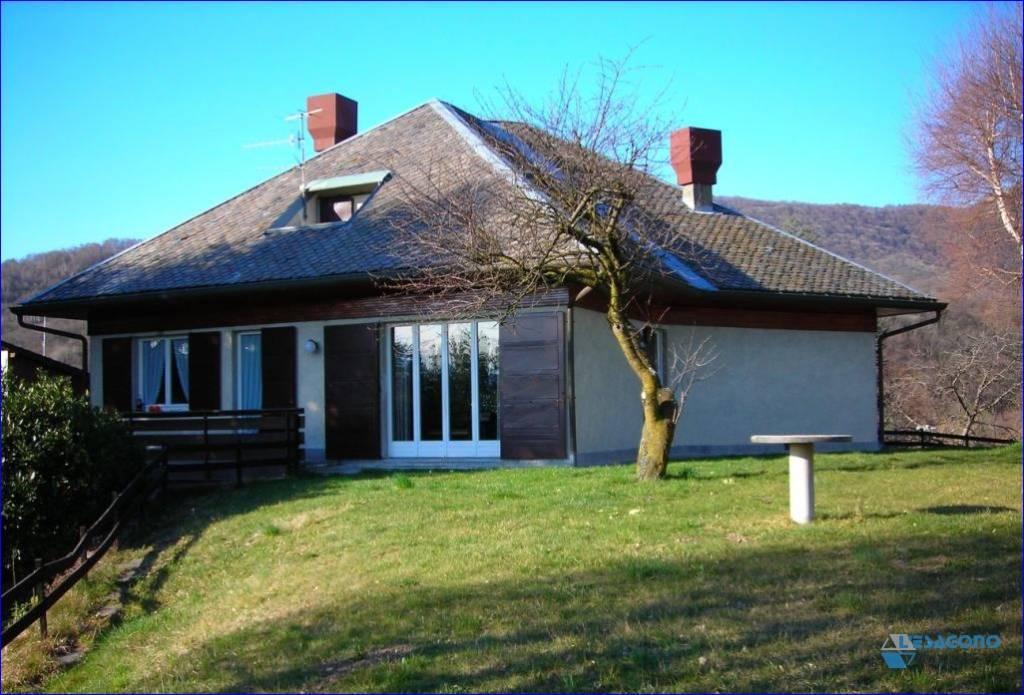 Villa in vendita a Caglio, 9 locali, prezzo € 400.000 | PortaleAgenzieImmobiliari.it