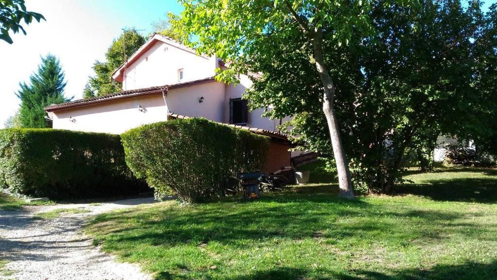 Rustico / Casale in buone condizioni in vendita Rif. 8912823