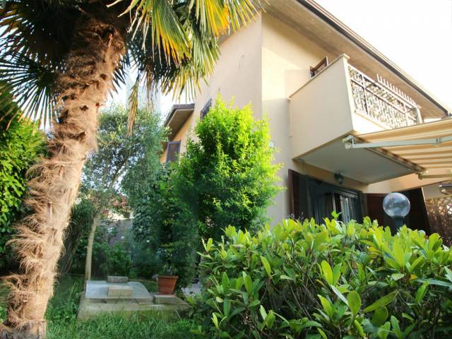Villa a schiera trilocale in vendita a Biassono (MB)