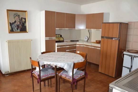 Appartamento in buone condizioni arredato in vendita Rif. 4240045