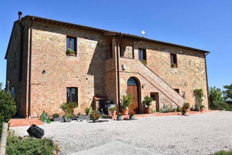 Rustico in Vendita a Citta' Della Pieve Periferia: 5 locali, 400 mq