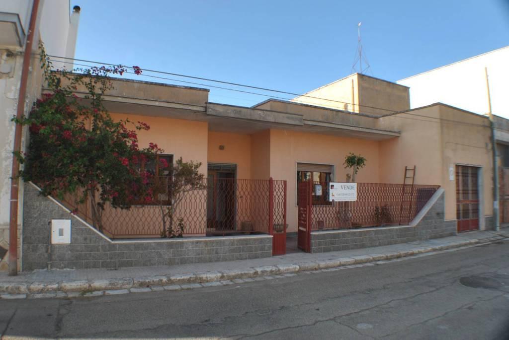 Villa in Vendita a Calimera Centro: 5 locali, 175 mq