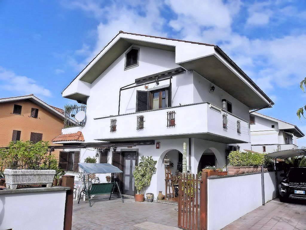 Villa in vendita a Ciampino, 3 locali, prezzo € 320.000 | CambioCasa.it