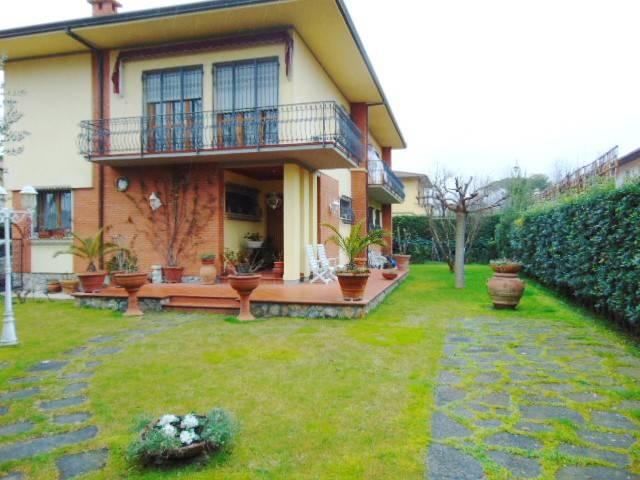 Appartamento in affitto a Forte dei Marmi, 6 locali, Trattative riservate   CambioCasa.it