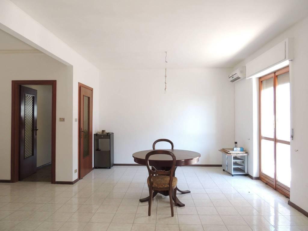Appartamento da ristrutturare in vendita Rif. 8200806