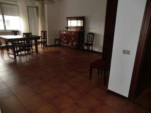 Appartamento in Affitto a Novara Semicentro: 3 locali, 117 mq