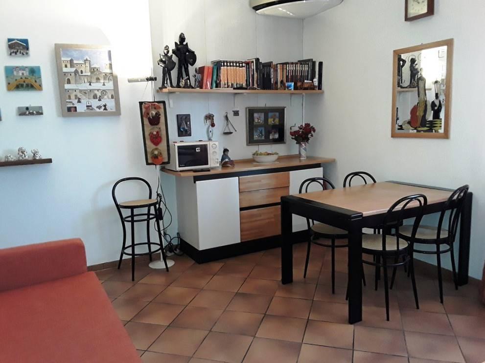 Appartamento in buone condizioni arredato in affitto Rif. 8426626