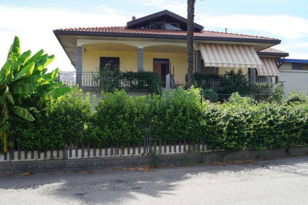 Appartamento in vendita a Angera, 3 locali, prezzo € 145.000 | CambioCasa.it