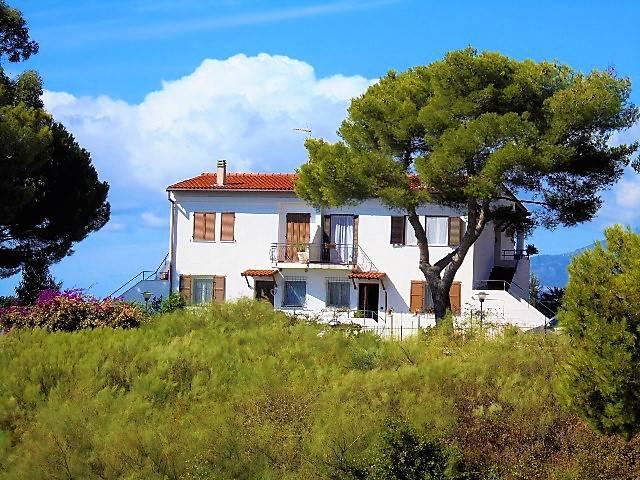Appartamento trilocale in vendita a Vallecrosia (IM)