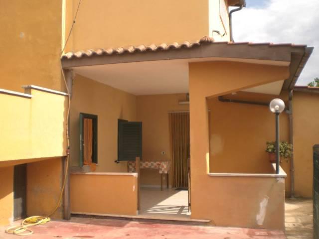 Marina di Ardea, ad. Idrica app.to p. terra 4 loc. arredato.
