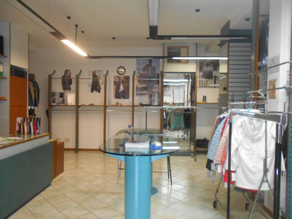 Negozio / Locale in vendita a Spoleto, 2 locali, prezzo € 115.000   PortaleAgenzieImmobiliari.it