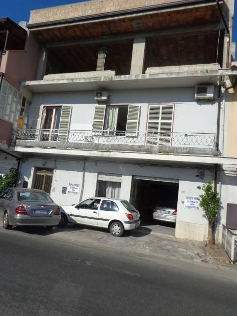 Palazzo / Stabile in vendita a Marina di Gioiosa Ionica, 8 locali, prezzo € 180.000   CambioCasa.it