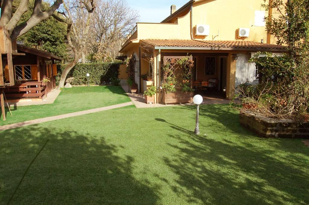 Villa in vendita a Ladispoli, 7 locali, prezzo € 750.000 | CambioCasa.it