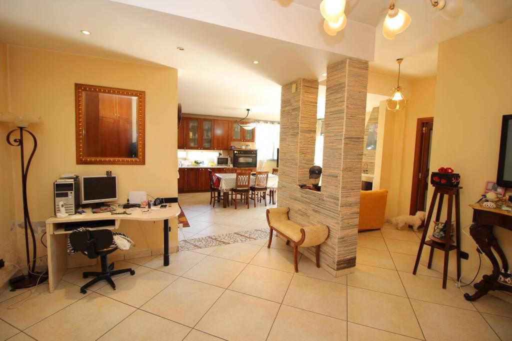 Appartamento in ottime condizioni in vendita Rif. 8239530